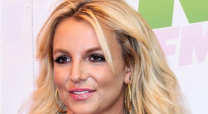 Britney Spears announces engagement